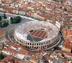Panoramica dall'alto sull'Arena di Verona